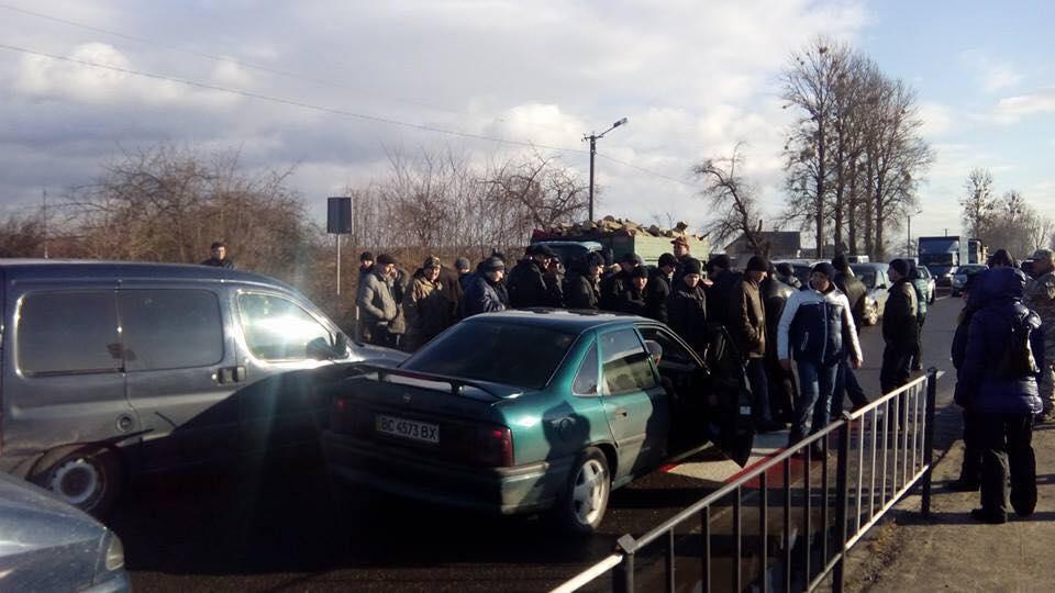 Шахтарі продовжують блокувати автошлях «Львів— Рава-Руська»