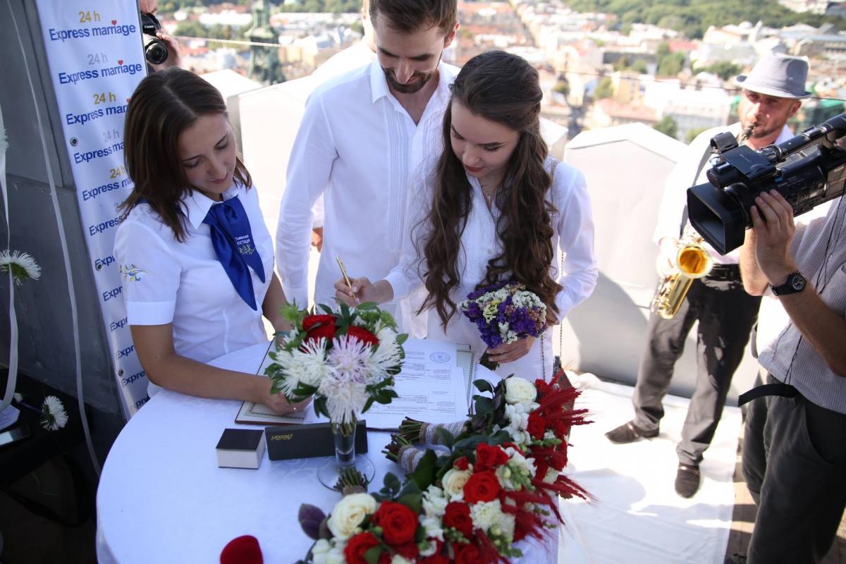 «Шлюб задобу»: міністр навів статистику