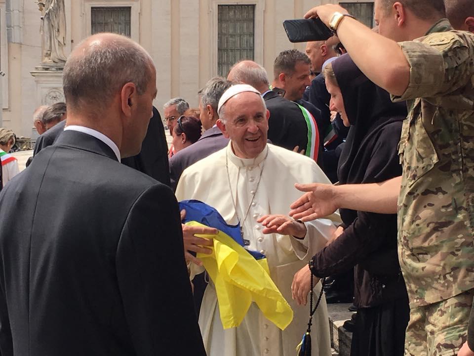 Папа Римський пообіцяв молитися замир вУкраїні [ Редактировать ]