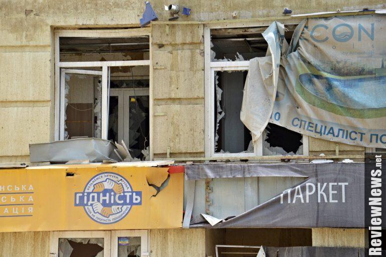 УГолосіївському районі Києва прорвало трубу, пошкоджені будівлі таавтомобілі