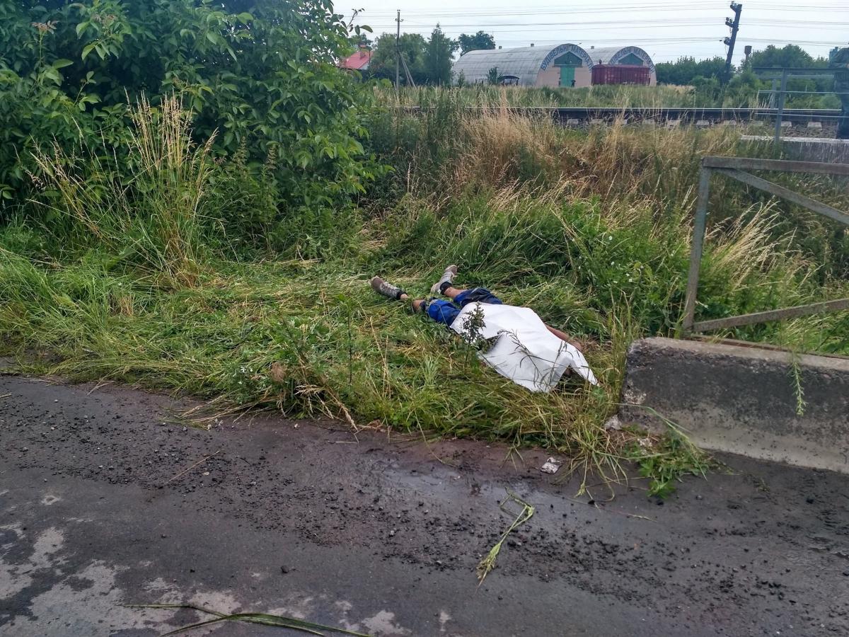 НаЛьвівщині вантажівка з'їхала змосту: загинули люди