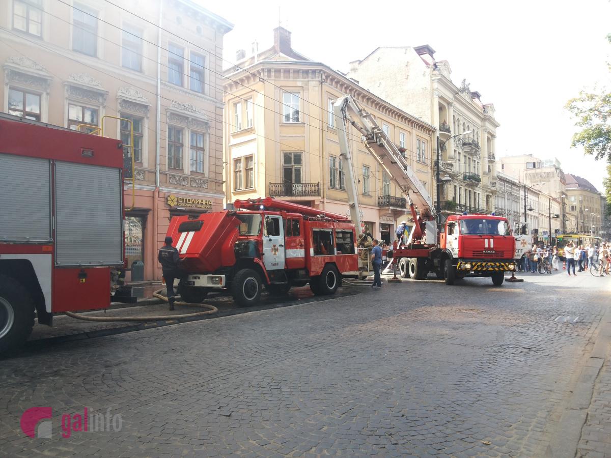 УЛьвові уцентрі міста палає будинок