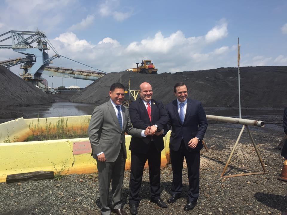 ДоУкраїни відправили першу партію вугілля із США