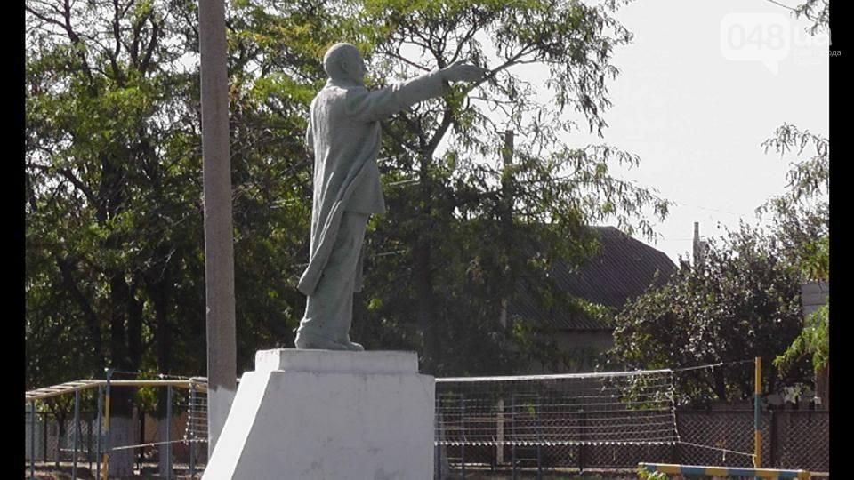 ВОдеській області забюджетні гроші відремонтували пам'ятники Леніну і Калініну