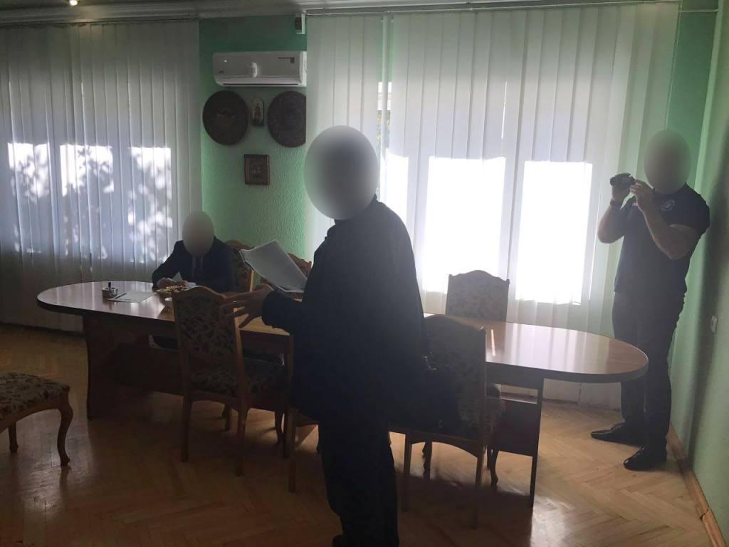 НаБуковині затримали чиновника запропозицію поліцейському €8 тис. хабара щомісяця