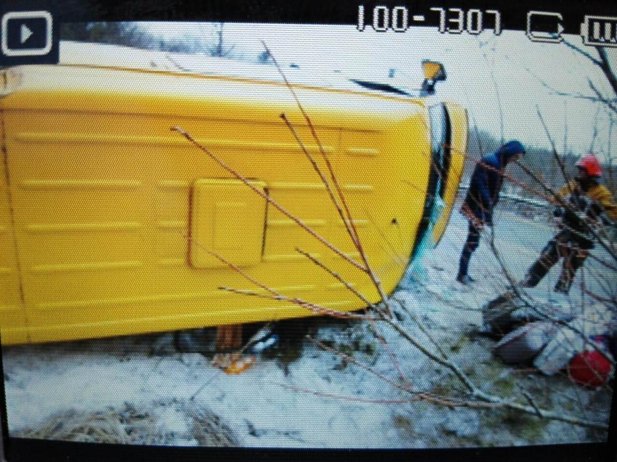 НаЛьвівщині перекинувся мікроавтобус зпасажирами, є постраждалі