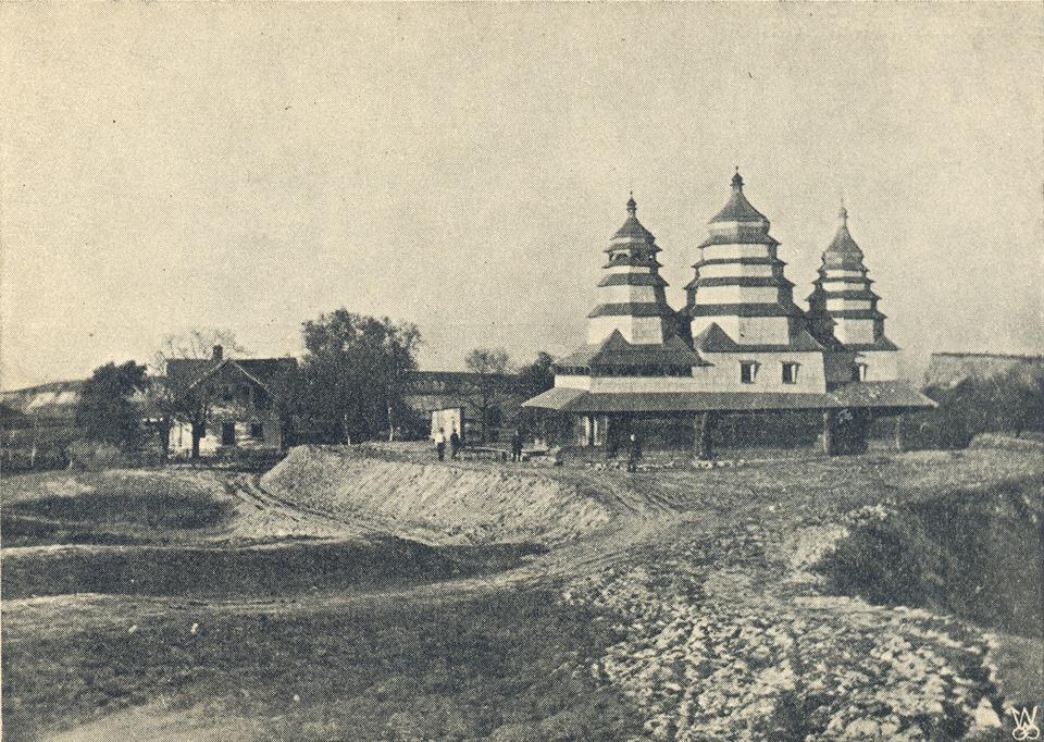 Церква навесні 1931 року перед освяченням.
