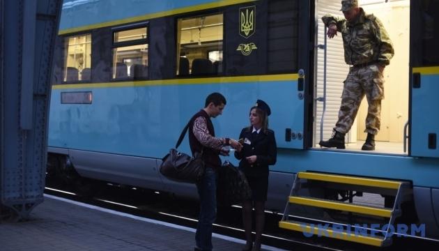 Поїзди Інтерсіті+ тимчасово некурсуватимуть доПеремишля