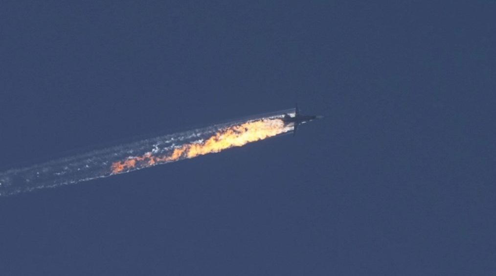 Один із пілотів збитого російського літака врятований