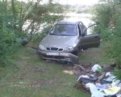 Наузбережжі Десни автомобіль без водія насмерть переїхав чоловіка