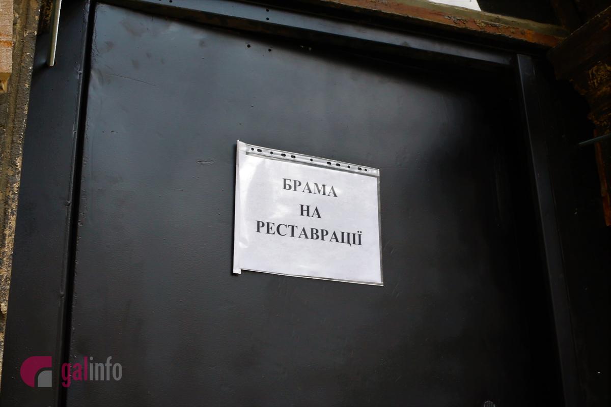 Як це було: в каплиці Боїмів винесли металеві двері фото 2