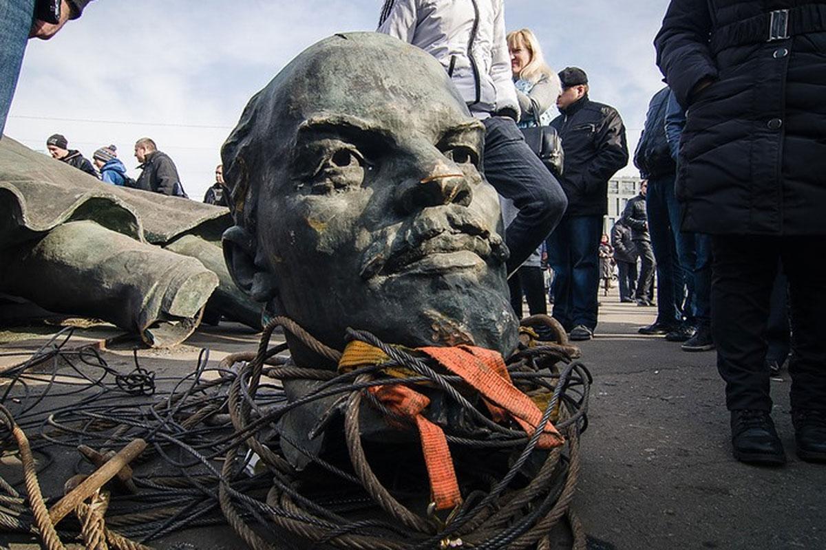 Всіх прибрали: пам'ятники Леніну вУкраїні залишилися тільки вокупованих районах