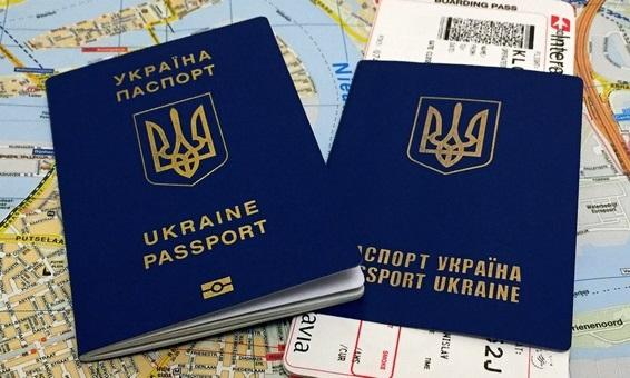 У Міграційній службі назвали причини затримки видачі біометричних паспортів українцям