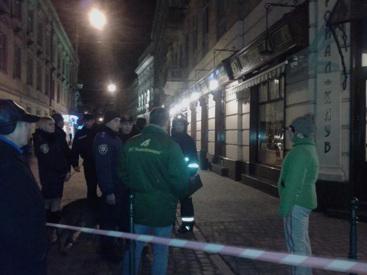 Вночі уресторані вцентрі Львова знову шукали вибухівку