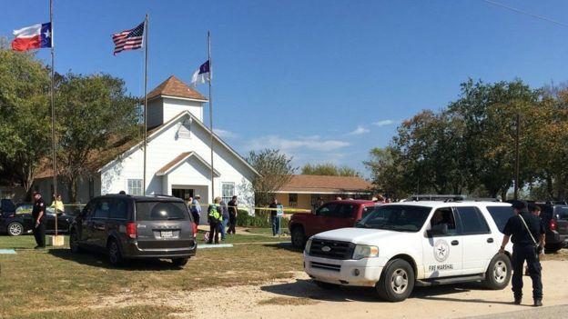 Стрілянина уцеркві штату Техас— щонайменше 27 загиблих