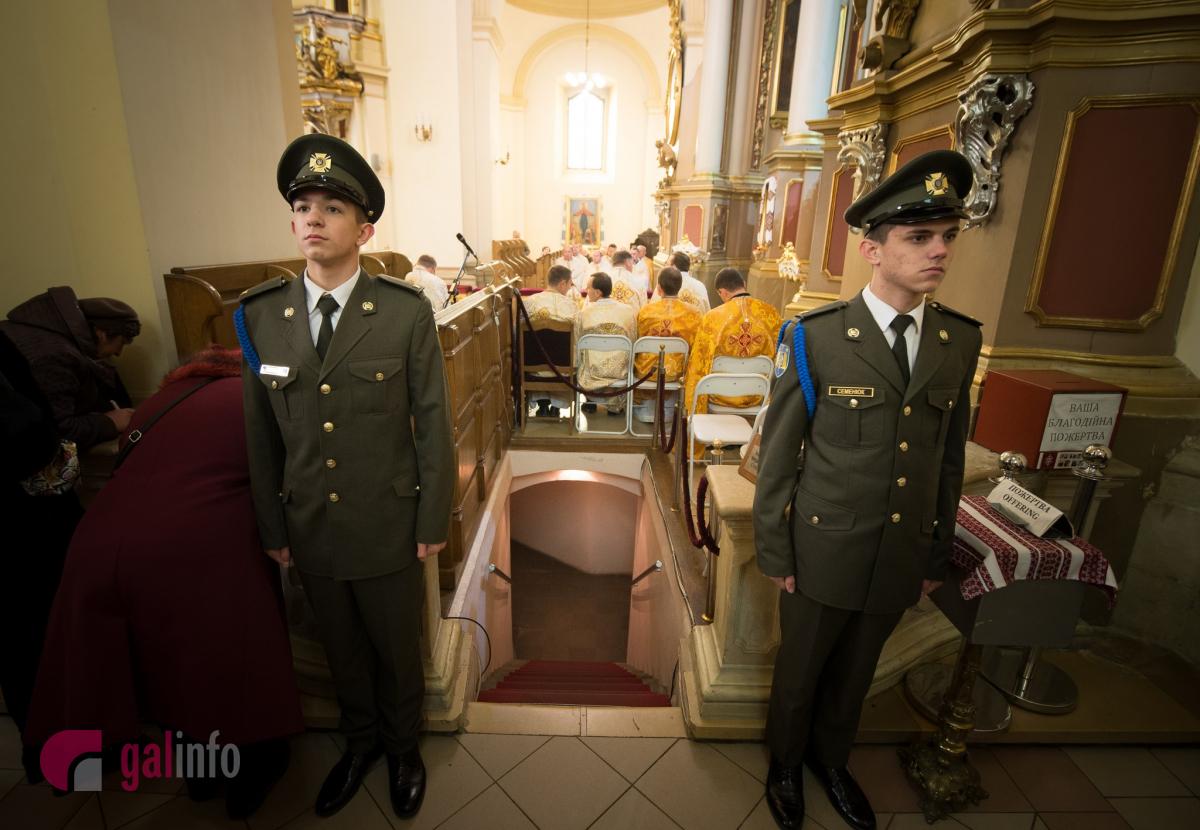 Вхід у крипту, де похований Андрей Шептицький. Собор Святого Юра. Фото Олена Ляхович
