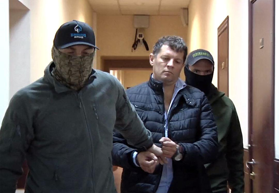 Російський адвокат українського журналіста намагається донього пробитися