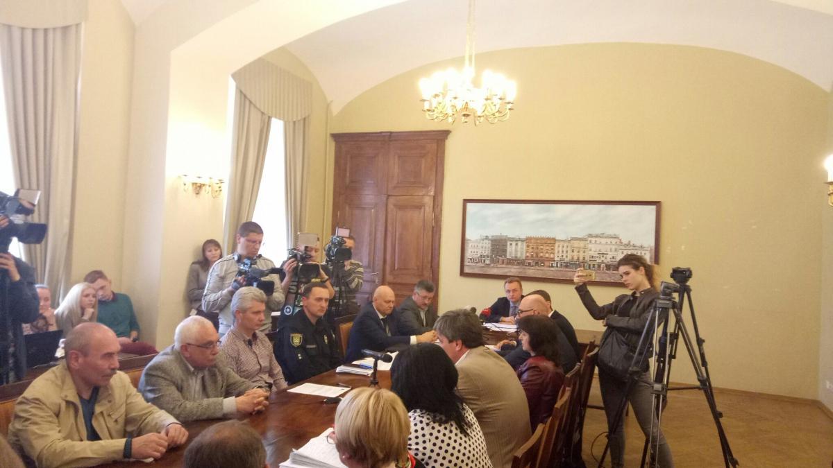 Андрій Садовий просить уряд забезпечити вивезення сміття зі Львова наполігони України