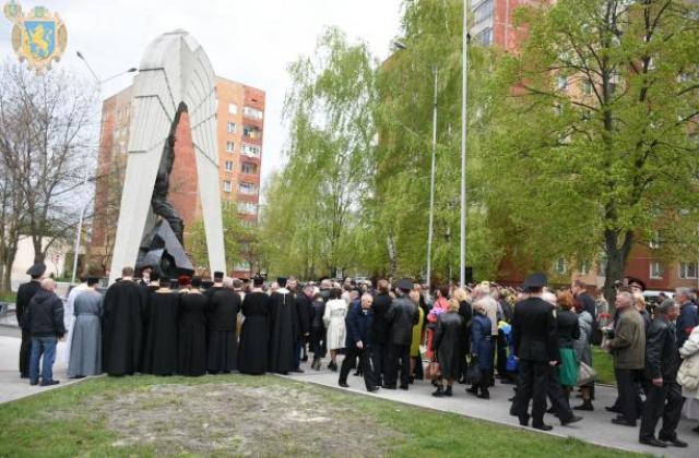 """Результат пошуку зображень за запитом """"Пам'ятні заходи з нагоди вшанування 33-ї річниці Чорнобильської катастрофи"""""""