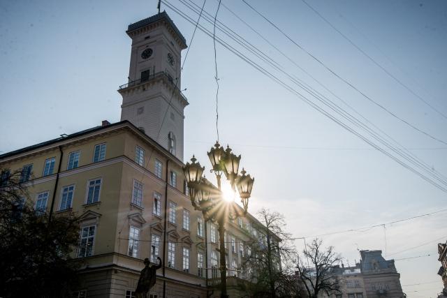 ratusha_plosha_rynok_pogoda_sontse_soniachno1212512.jpg