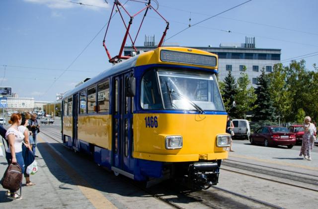 tram_e8a5a.jpg