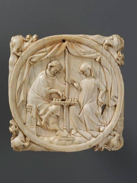 Корпус люстерка зі слонової кістки. Пара грає в шахи, бл. 1300, Париж. Музей Вікторії та Альберта, Лонон. Фото - Symbolon.