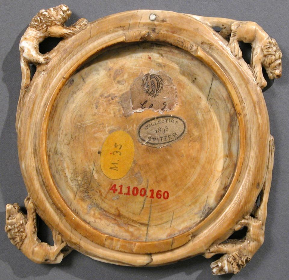 Корпус люстерка зі слонової кістки. Соколине полювання, Париж, 1350–75 Музей Метрополітан, Нью-Йорк. Фото - Symbolon.