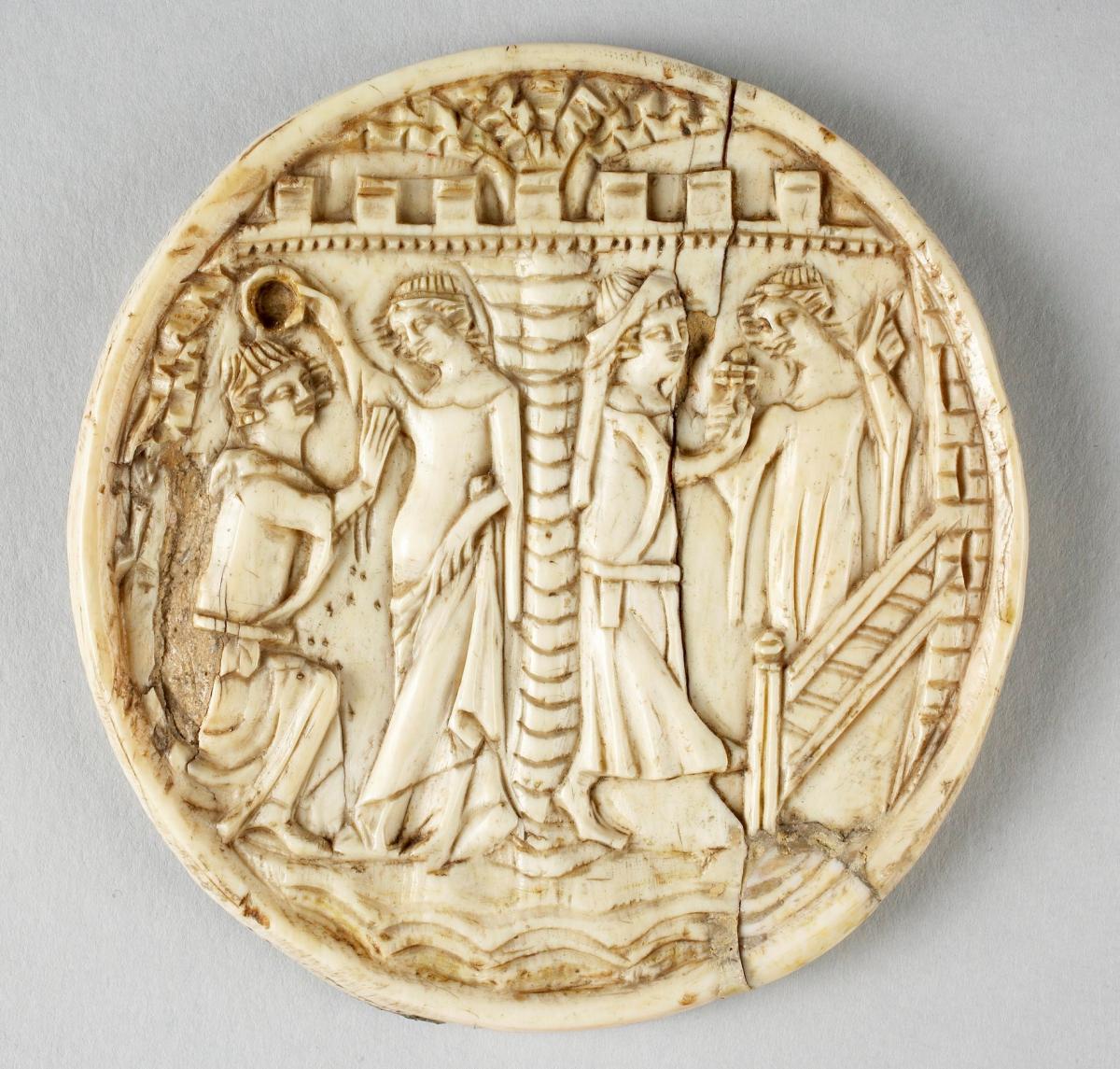 Корпус люстерка зі слонової кістки. Сцени з коханцями, Париж, 1340-1360. Художній музей Прінстонського університету, США. Фото - Symbolon.