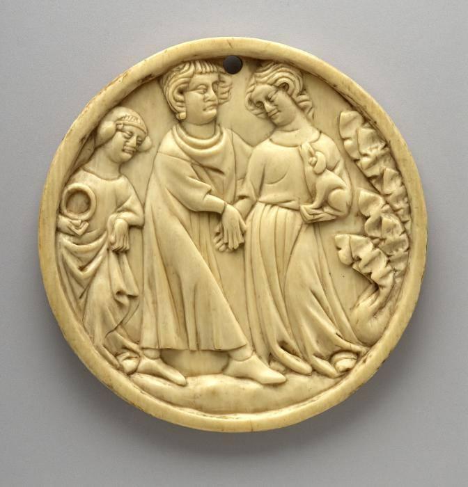 Корпус люстерка зі слонової кістки. Закохана пара та служниця з люстерком, Париж, XIV століття, Британський музей, Лондон. Фото - Symbolon.