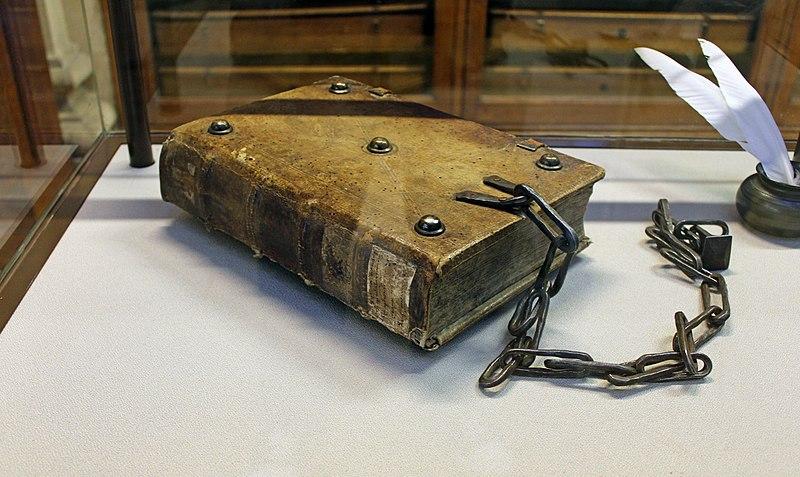 Прикута Біблія, Бібліотека Хорнбі. Фото - Symbolon.