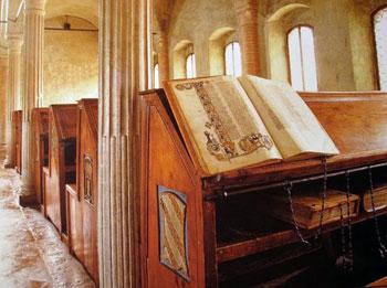 Прикуті книги із Бібліотеки Малатестіана. Чезена, Італія. Фото - Symbolon.