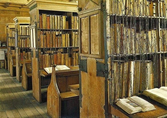 Бібліотека Херефордського кафедрального собору. Велика Британія. Фото - Symbolon.