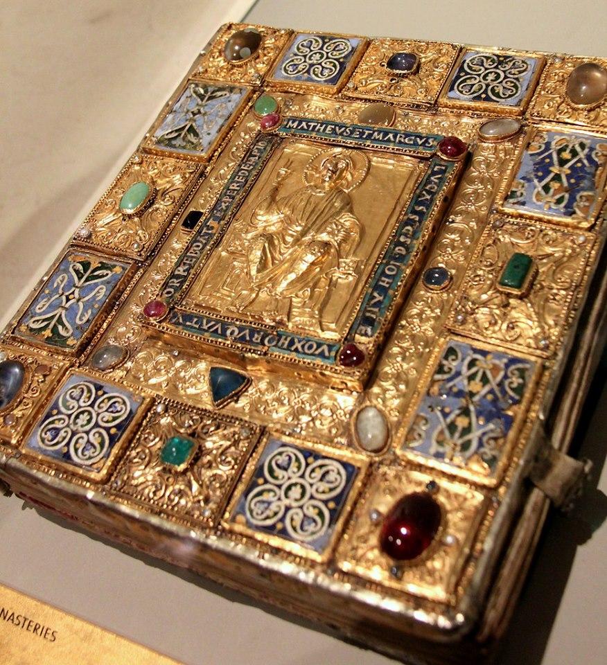Оправа середньовічної книги, 1180 – 1200 рр. Музей Вікторії та Альберта. Лондон. Фото - Symbolon.