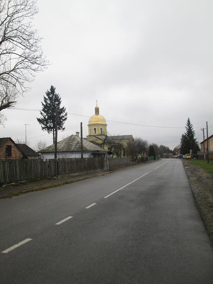 Село Мармузовичі, вулиця Центральна, фото автора.