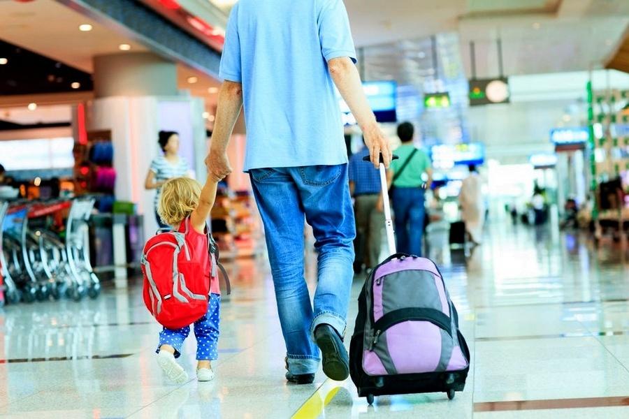 Прикарпатцям нагадують, виїхати з дитиною за кордон можна без нотаріальної згоди іншого із батьків