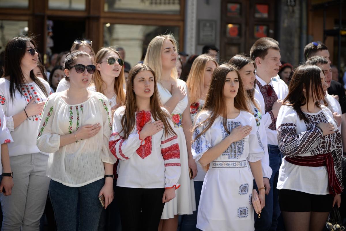 Парад вишиванок у Львові. Фото - Ігор Чорній b52d44a858434