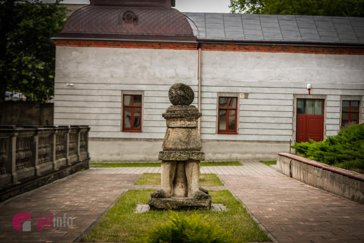 Національний музей імені А.Шептицького (II корпус). Для експонування колекції у 1911 р. був придбаний Палац Дуніковських XIX ст. по вул. Драгоманова (тоді — Мохнацького), 42.