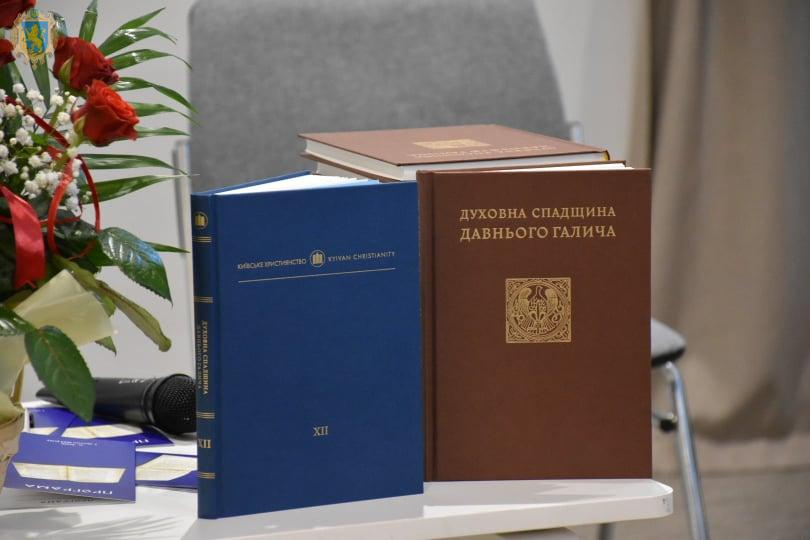 У Львові презентували факсимільне видання Галицького Євангелія 1144 року