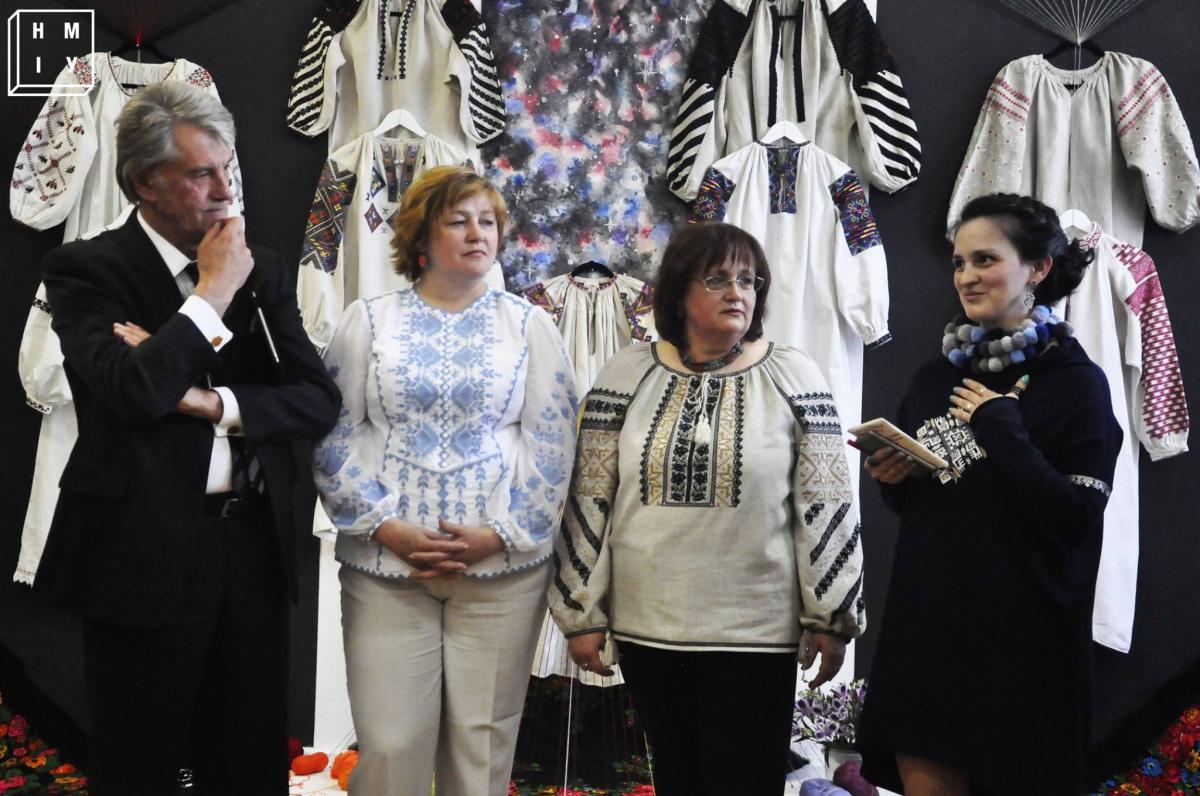 У Києві відкрилась виставка вишиванки «Естетика символу  жіноча сорочка» 18  травня 2017 09 30 Напередодні Міжнародного дня вишиванки 785588dbae553
