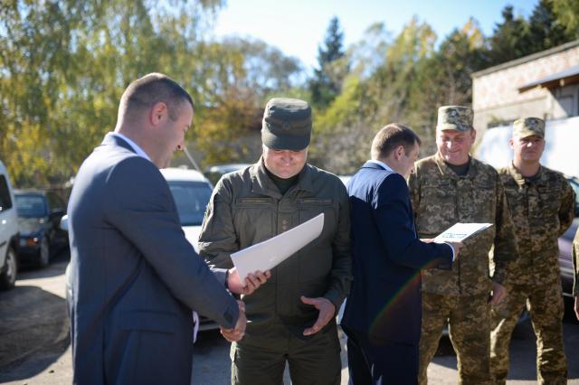 Львівська юстиція передала на потреби ЗСУ 18 конфіскованих авто. Фото   Гал-інфо e849821dda54a